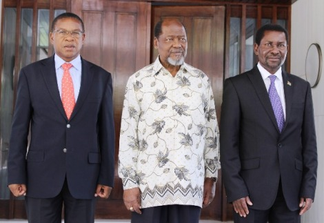 Retired President Joaquim Chissano (centre) in group photo with Hon. Bernard K. Membe (MP), Minister for Foreign Affairs and International Co-operation on behalf of President Jakaya Mrisho Kikwete of Tanzania and Hon. Ephraim Chiume (right), Minister for Foreign Affairs of the Republic of Malawi on behalf of President Joyce Banda of Malawi. Courtesy of Dewjiblog.com