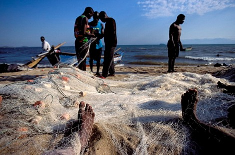 Fishing communities on Lake Malawi concerned about the impact of decisions on the lake's boundaries and oil exploration. (Credit: Alessandro Gandolfi)