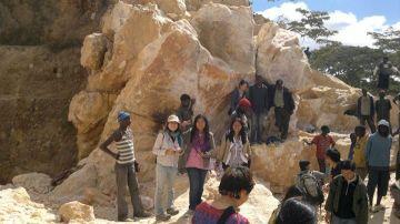 Zumwanda Mine: tourists interacting with miners (Photo taken by Chikomeni Manda)